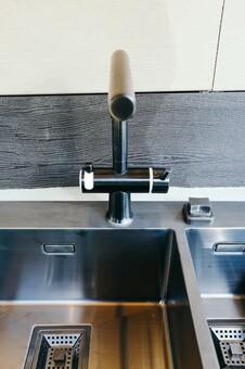 Кухонный смеситель Omoikiri Hotaru-GM-WH 4994053 (вороненая сталь)